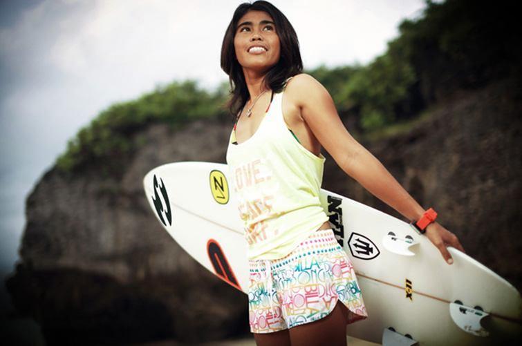 "Yasnyiar ""Bonne"" Gea, surf chanpion of Indonesia."