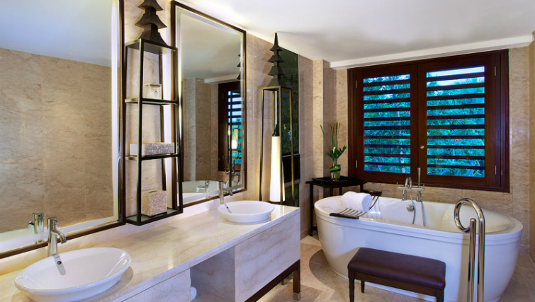 Bathroom in the suite at St Regis Bali