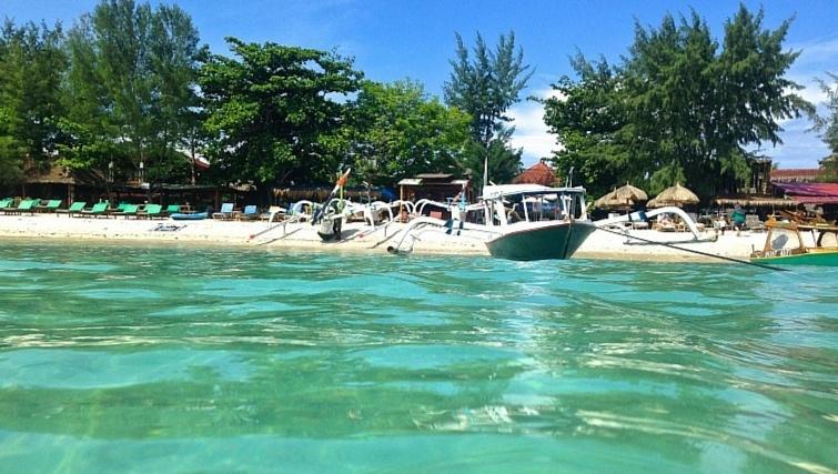 Boat-Floating-on-Gili-Trawangan