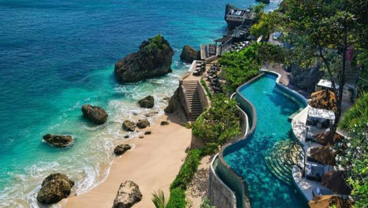 Pool and Rock Bar at Ayana Resort Bali