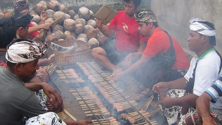 Food preparation at Bali Silent Retreat