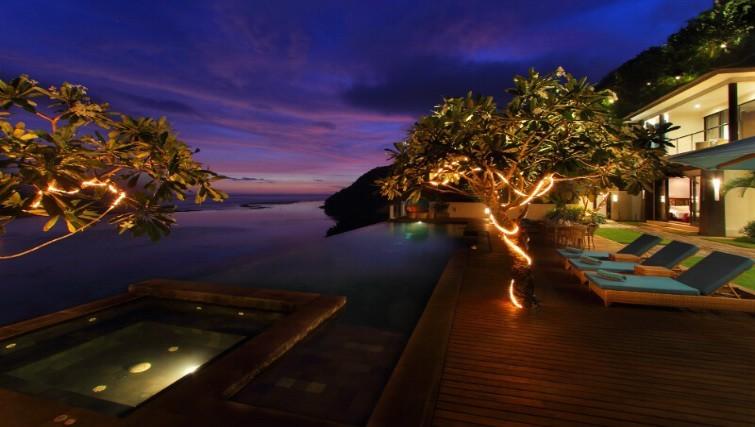 Villa OMG by night, a stunning sunset