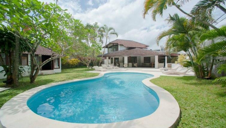 Poolside living at Villas Amaya in Kuta