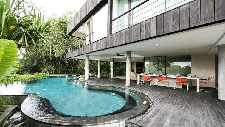 Large modern retreat