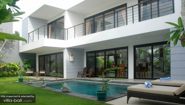 Double story private villa in Kuta